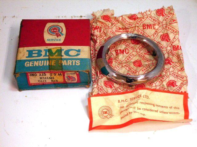 フロントベゼル MiniモーリスMK2 純正 24G3636  未使用 新品 オリジナルパッケージ入り 英国車・MINIのレアパーツ エンブレム類(Emblem)