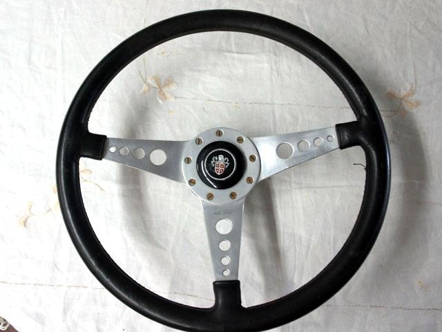 ステアリング モトリタ レザー 14 ボス(小径タイプ)&センターモチーフ付 中古品 英国車・MINIのレアパーツ ステアリング