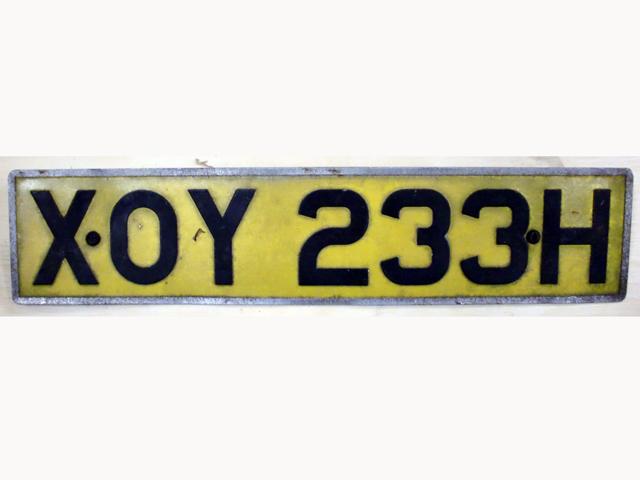 オートモビリア その他 カー・バッジ/プレート 英国 ナンバープレート ペア(前後)  XOY233H