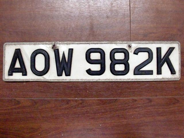 英国 ナンバープレート  AOW982K オートモビリア その他 カー・バッジ/プレート