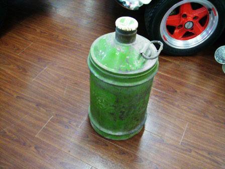 画像1: オイル缶 Castrol
