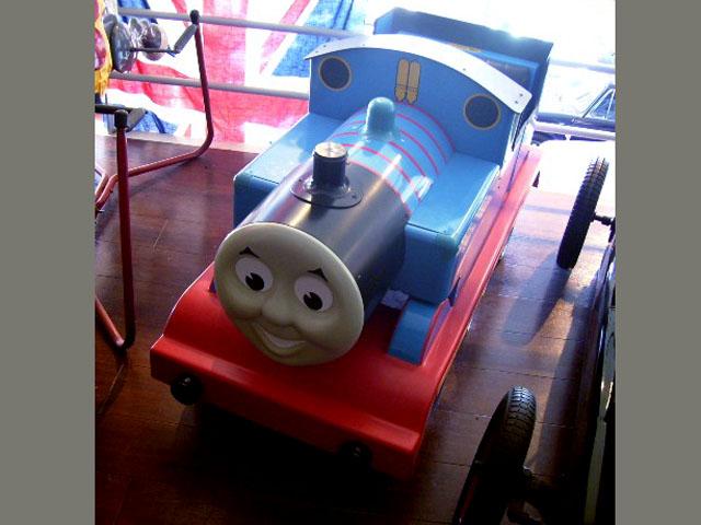 画像4: 英国製 ペダル・カー「機関車トーマス (Thmas the Tank Engine)」 (シリアルナンバー入り)