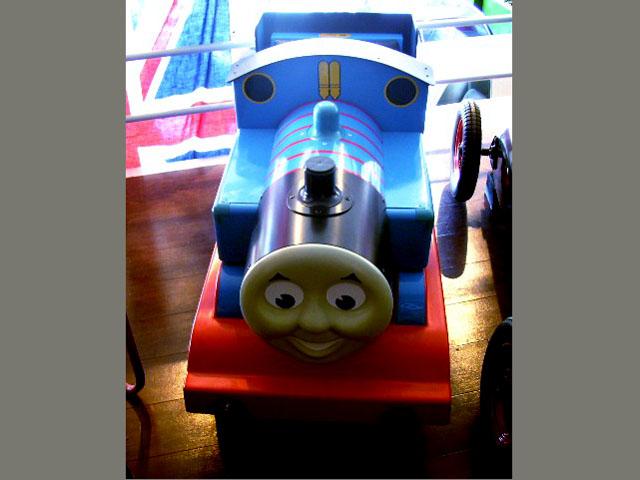 画像5: 英国製 ペダル・カー「機関車トーマス (Thmas the Tank Engine)」 (シリアルナンバー入り)