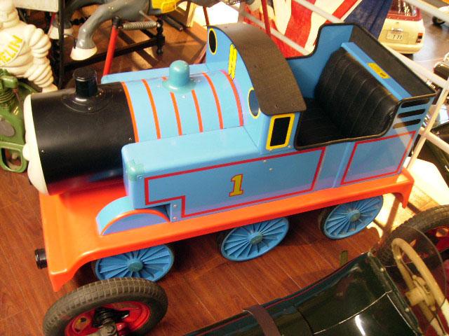 画像3: 英国製 ペダル・カー「機関車トーマス (Thmas the Tank Engine)」 (シリアルナンバー入り)